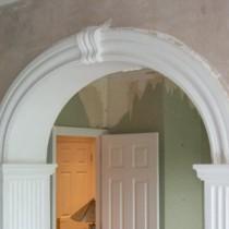 Украшение для дома — арка в дверном проеме
