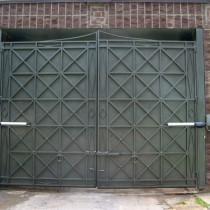 Модели распашных металлических гаражных ворот