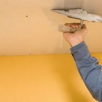 Заделываем трещины на потолке своими силами