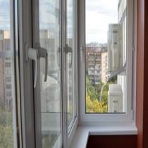 Застекление балкона в хрущевке