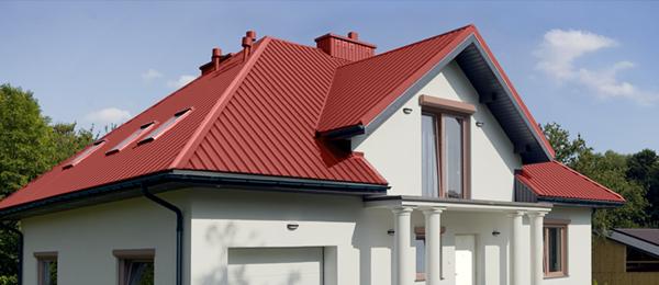 Дом с крышей из профнастила