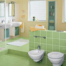 Кладем плитку на стену в ванной и на кухне