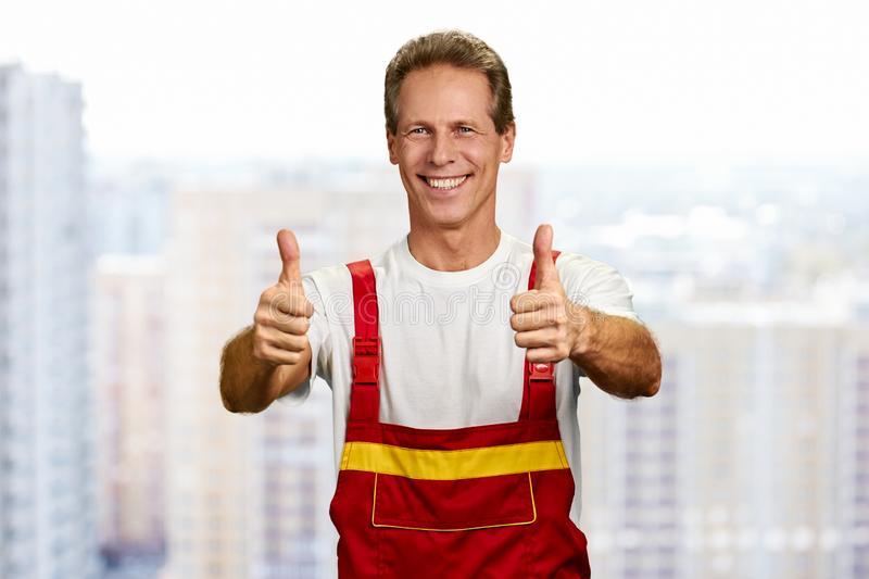 радостный строитель