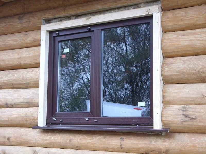 Plastové okná v inštalácii dreveného domu