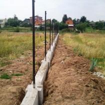 Строительство фундамента под забор своими руками