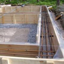 Распространенный вариант строительства — ленточный фундамент под баню