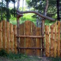 Оригинальный забор из горбыля своими руками