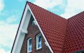 Технология крепления металлочерепицы к обрешетке на крыше