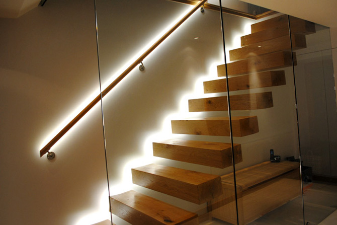 Светодиодная лента для освещения лестницы
