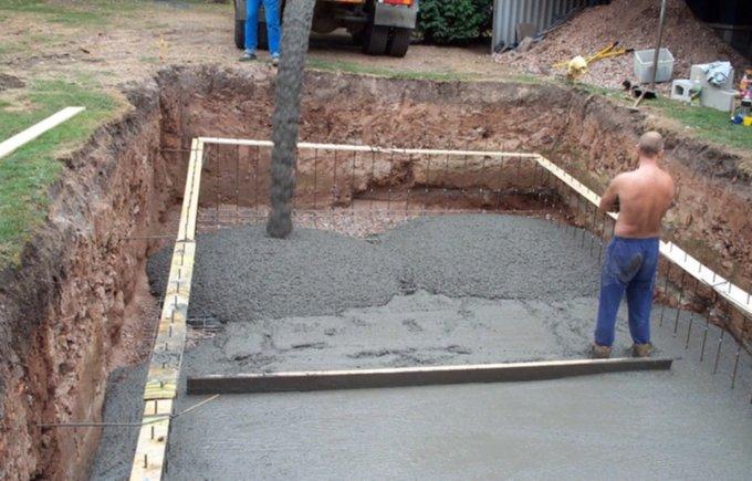 Заливаем бассейн бетоном